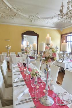 Johanna Langer Weddings Hochzeitsorganisation Vintage Kerzenleuchter mit Blumen Kerzenständer 5flamm