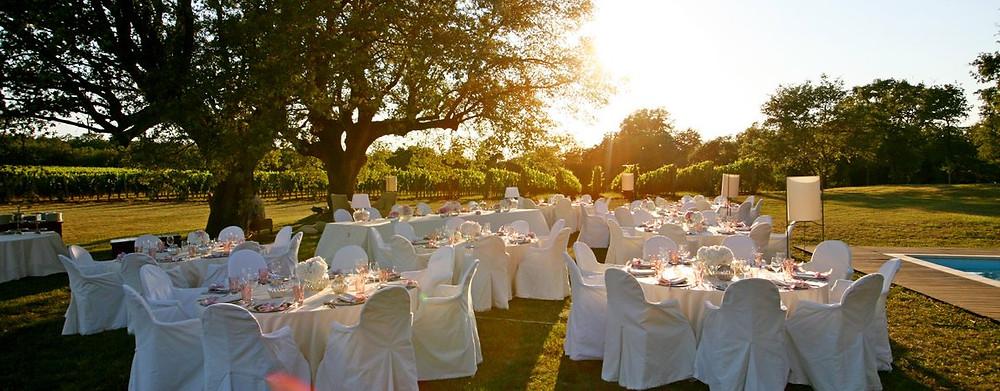 Heiraten in Kroatien Tafel im Freien Weingut Johanna Langer Weddings