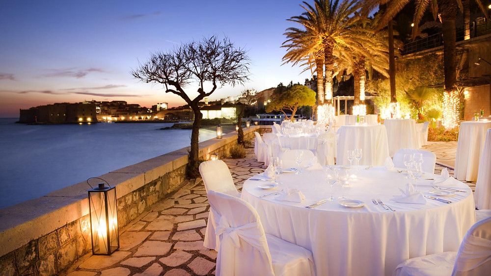 Heiraten in Kroatien Tafel im Freien Johanna Langer Weddings