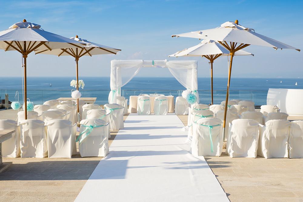 Romantische Trauung unterm Baldachin mit Meerblick Hochzeit in Kroatien - Johanna Langer Weddings