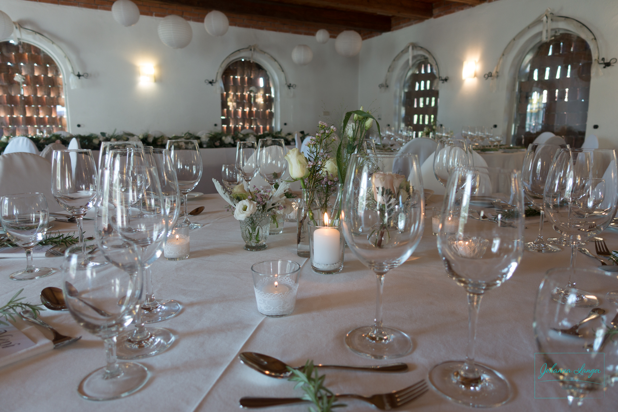 Johanna Langer Weddings Dekoverleih Hochzeitsdekoration Herz Kirche Hochzeitstafel Teelichter Spitze