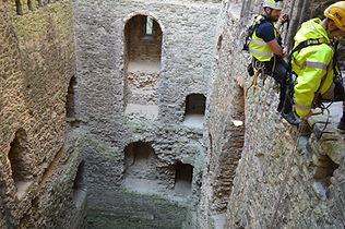 Rochester Castle Cliff (4).JPG