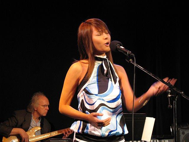 Kary Sit, performing w/ VMV