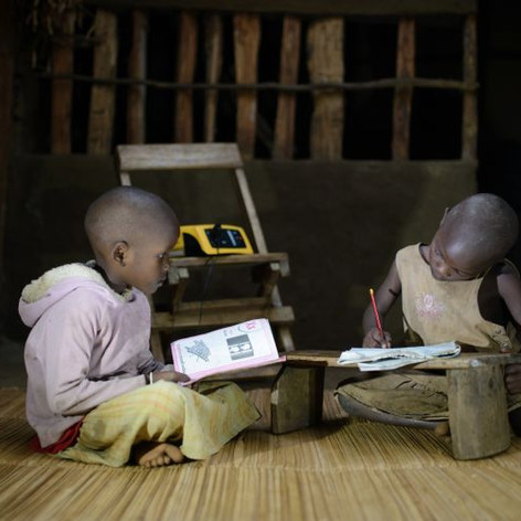 Children_studying_at_night_under_light_f