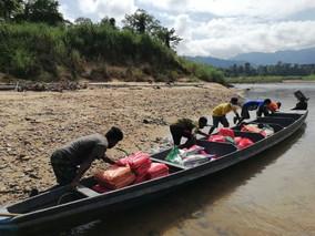 Terputus bekalan makanan, NGO hantar bantuan guna bot penambang ke kampung Orang Asli Bateq