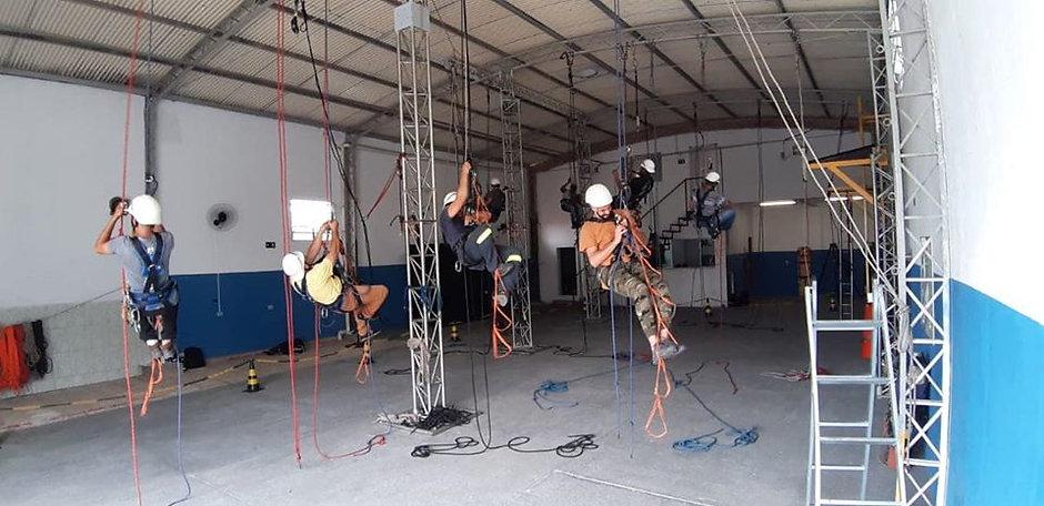 Acesso por corda_alpinismo industrial_tr