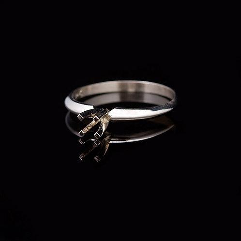 14 KT White Gold Ring GD-0413