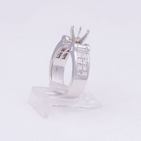 18k Ring with Diamonds and a 6 prong setting