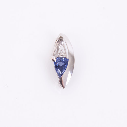 Sapphire and white gold pendant