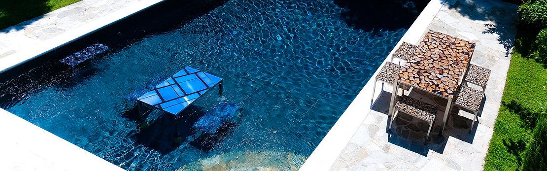 Table waterproof en verre et inox. Pour la piscine.