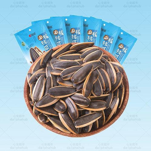 Qiaqia Pecan flavored melon seeds 洽洽山核桃味瓜子108g