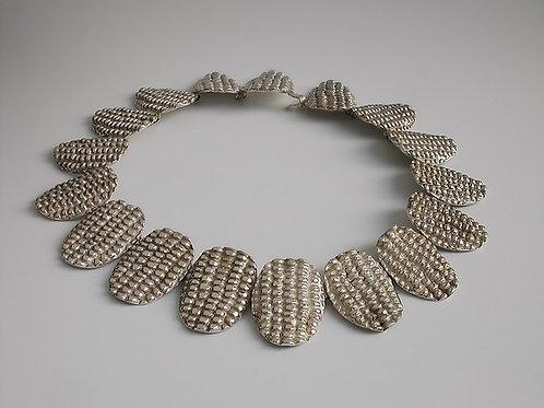Elotes ovalados: collar de plata