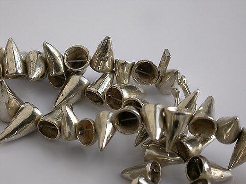 Conitos: collar de plata (detalle)