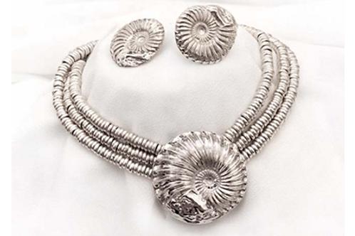 Fósil pendiente 4,400.00 y aretes Fosil 3,300 y collar Tres Aros19,000.00
