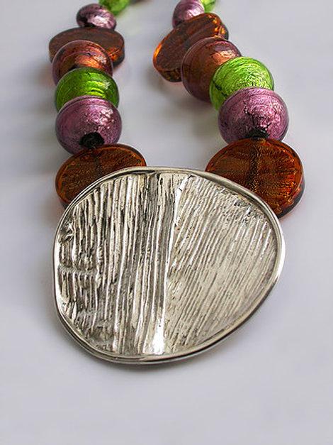 Hoja de maíz: collar de plata y piedras de murano