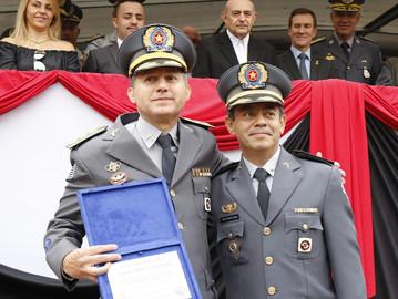 Autoridades e munícipes prestigiam passagem de comando em Araçatuba