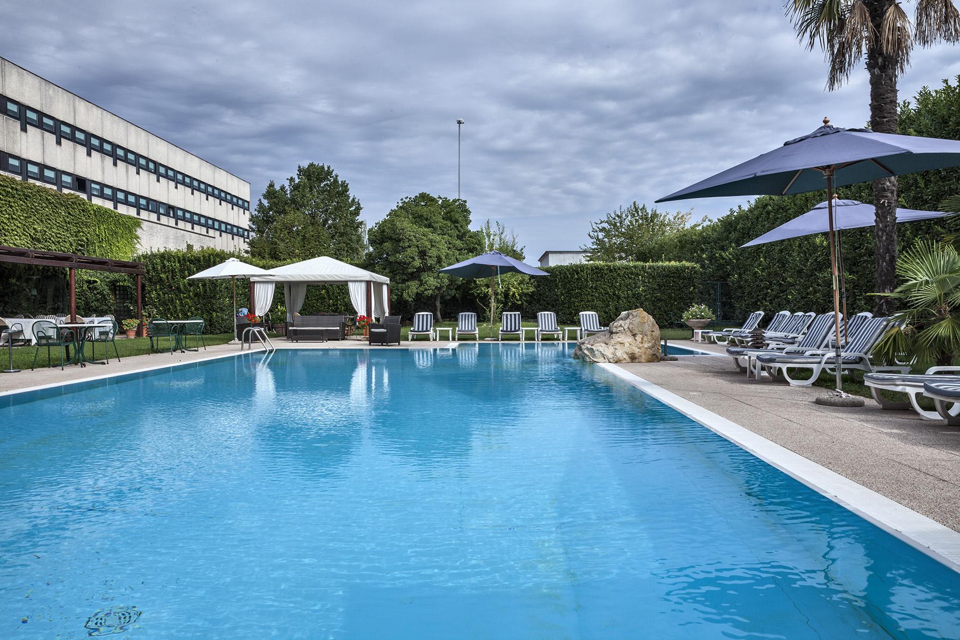 Hotel Saccardi piscina_nuvoloso_ms100-70