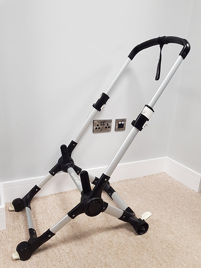 Bugaboo Buffalo chassis- silver with leatherette handles 012