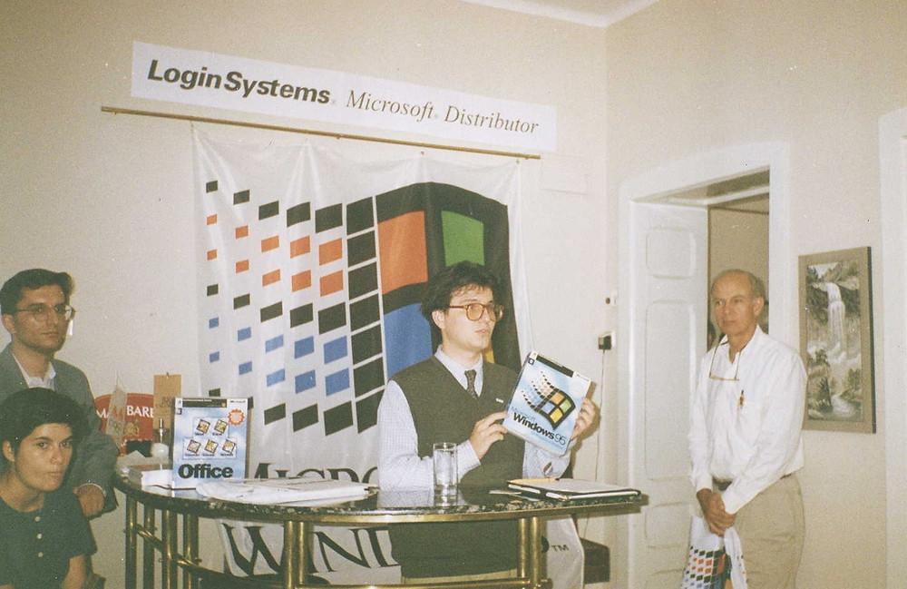 Венко Глигоров на средба со новинарите (сеп 1995)