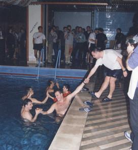 Конференциска забава ИнтраЛогин 2000 во базен