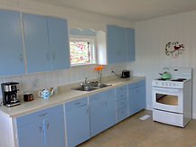 Kitchen with oven.jpg
