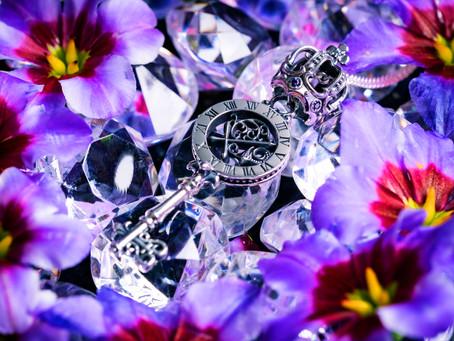 【コラボ商品】劇中でも登場!キャストとお揃いのネックレスをしよう「Witch Crown Key」発売開始!