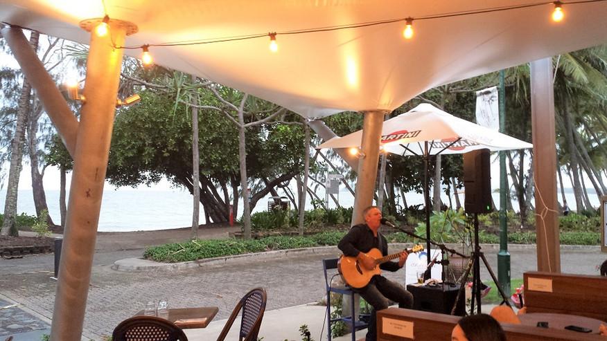 Entertainment Live Musik Palm Cove