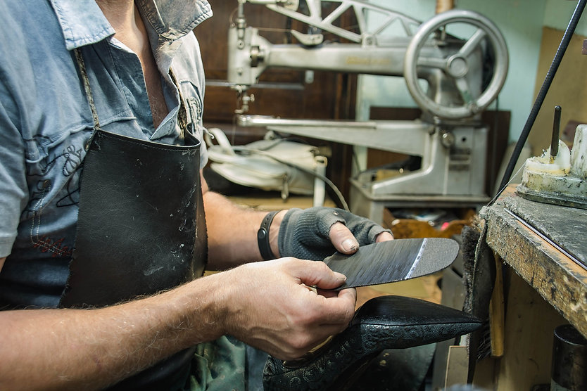 shoe-repair-3544335_1920.jpg