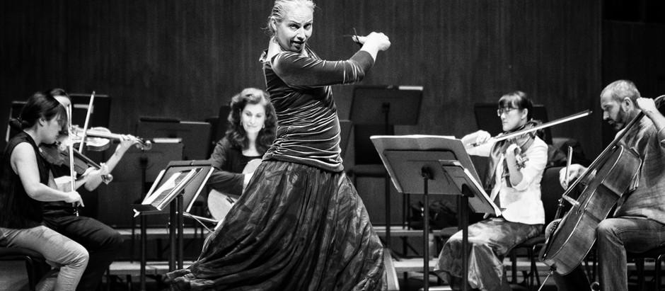 Nina Corti tanzt in Hong Kong