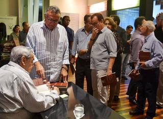 """Arquiteto Paulo Rehm é citado em novo livro de Estácio Bahia Guimarães, """"Falando dos Outros e d"""