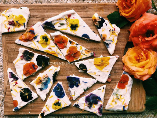 Idea snack: barrette di yogurt greco e.. fiori!