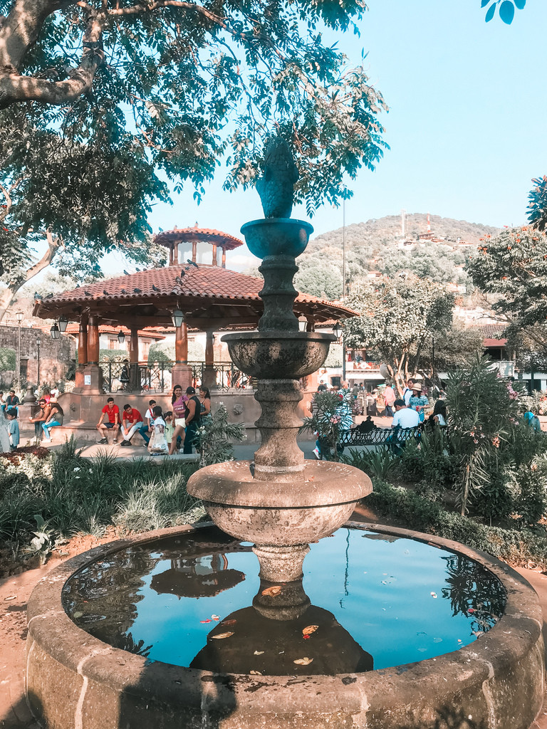 a busy plaza in the pueblo of Valle de Bravo