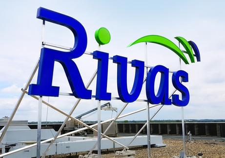 Rivas - Verlichte gevelreclame