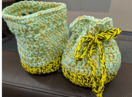 Quick project with Daiso yarn – Bee in the Garden Pouch pattern