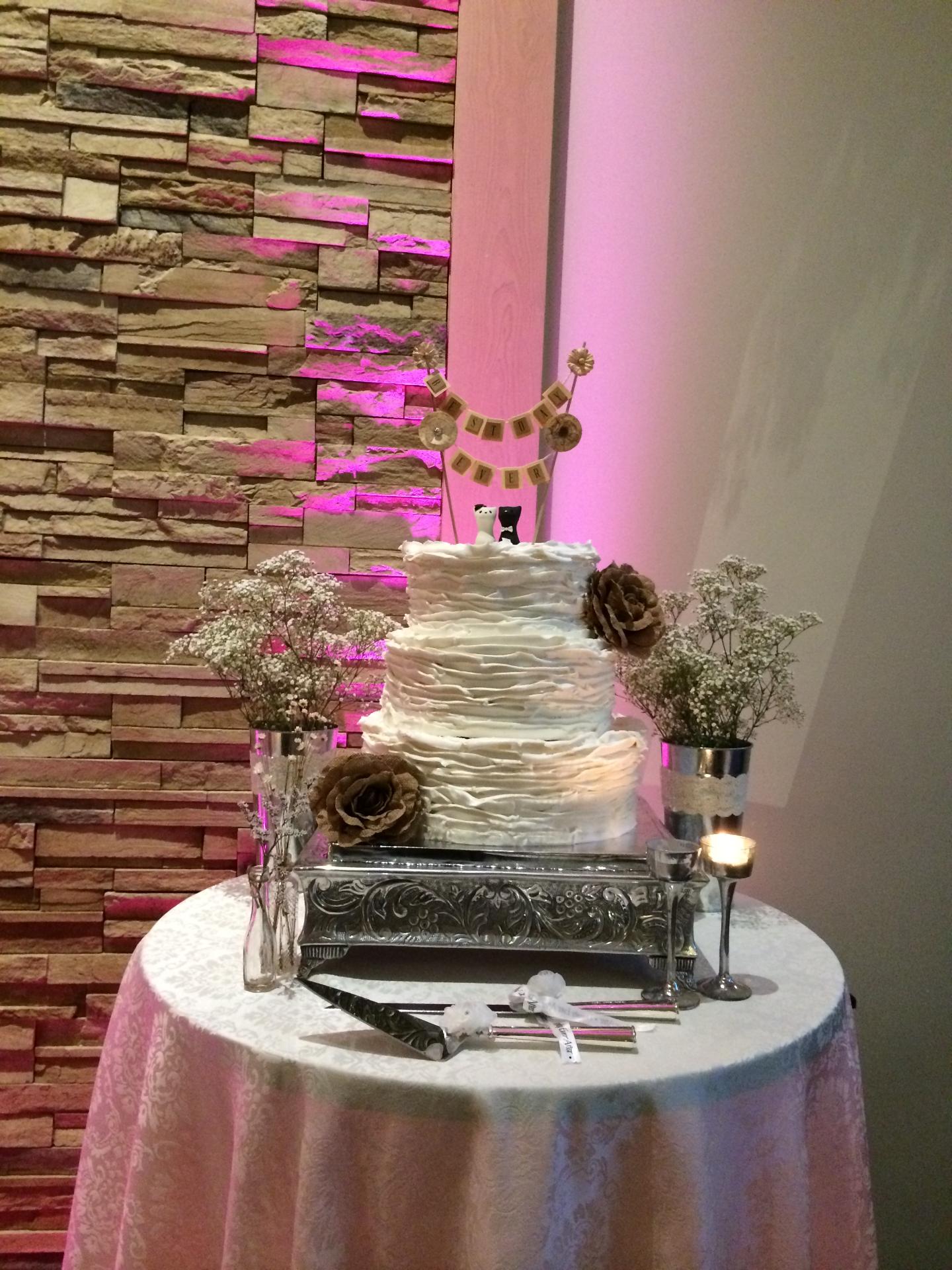 Pink uplight behind cake