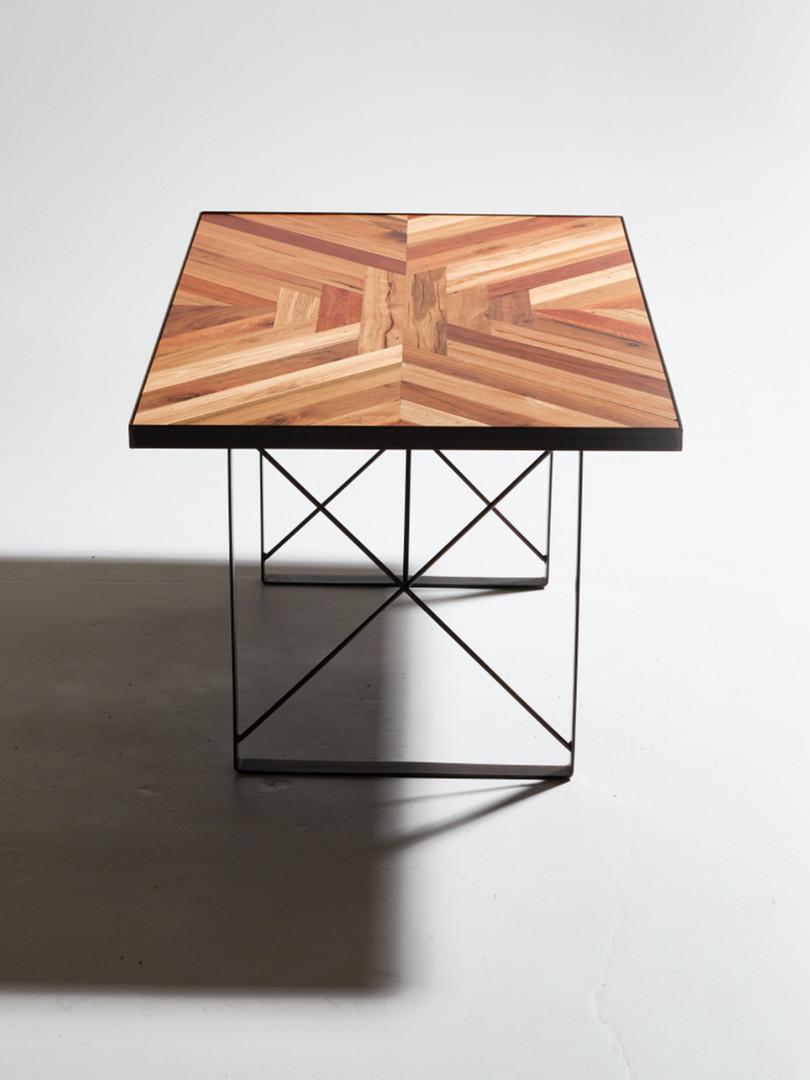 Parka Table