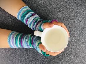 Free Crochet Pattern: Groovy Gauntlets with Scheepjes self-striping Downtown yarn