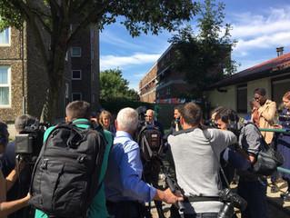 MP Harriet Harman visits Ledbury Estate during gas crisis