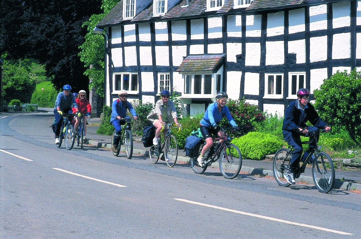 leisure-cycling-hay-on-wye-pembridge-cider