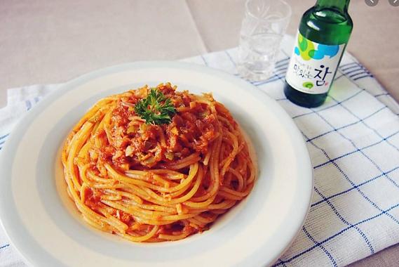 Tuna Pasta with Korean Hot Sauce by MAMA HALLA