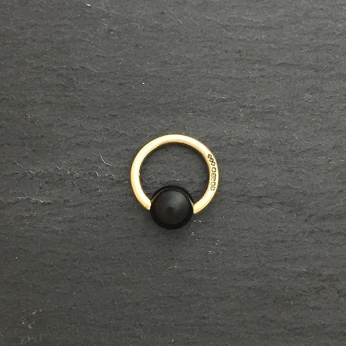 9ct BCR with a Black Onyx Closure