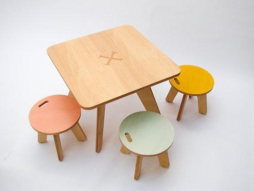 Conjunto de mesa y 3 bancos