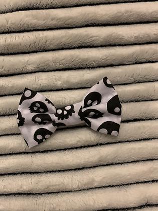 SALE Small Bow - White skull