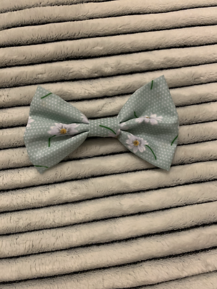 SALE Medium Bow - Mint flower