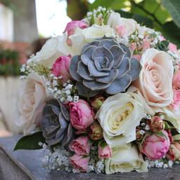 Fleurs-mariage-gard-bouquet-mariee-succulente-rose-wedding