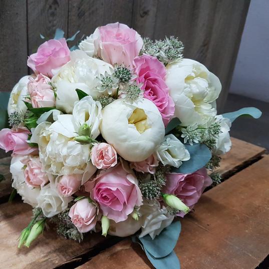 Fleurs-mariage-gard-bouquet-mariee-pivoine-rose-romantique-wedding