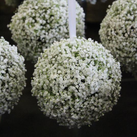Fleurs-mariage-gard-boule-gypsophile-champetre-allee-ceremie