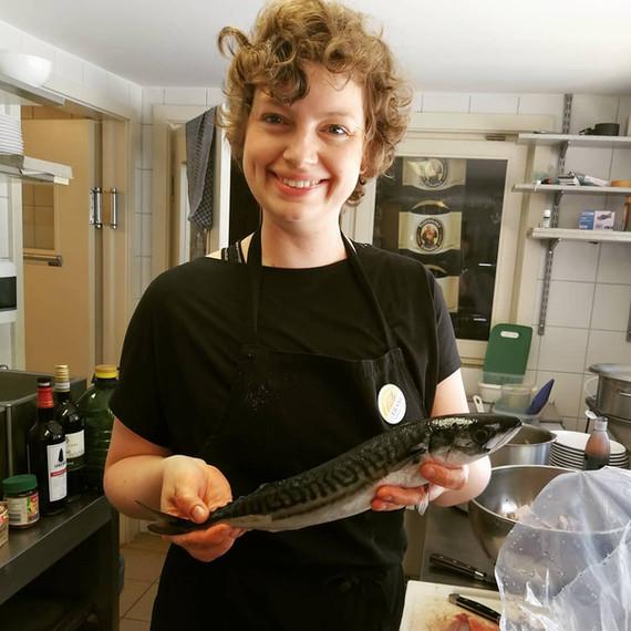 Eva mit Fisch.jpg