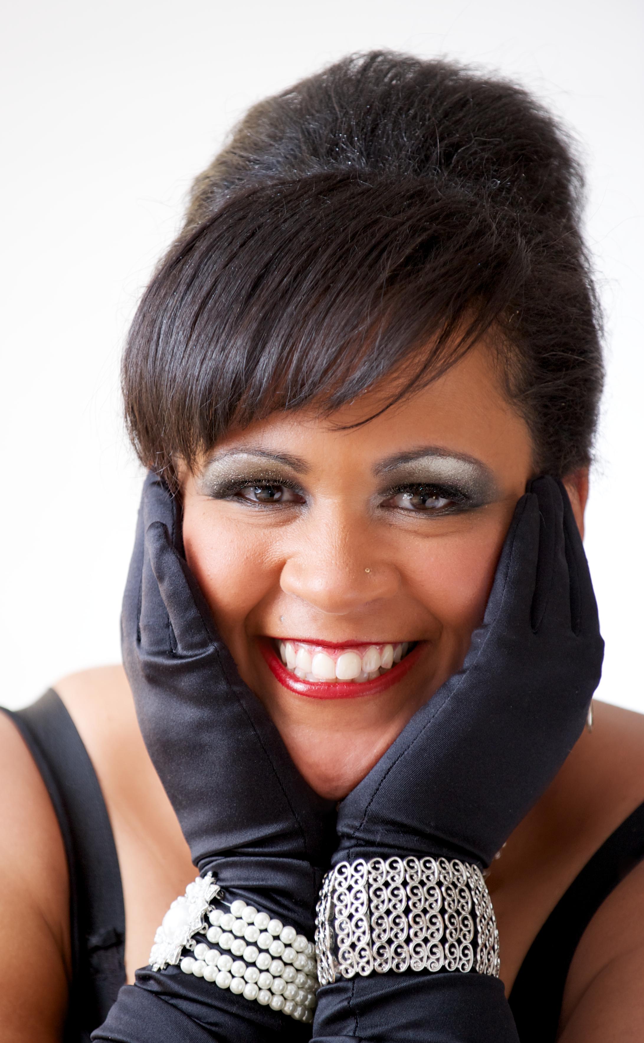 Diva Elegance Maureen Washington Photo by Dean Kalyan