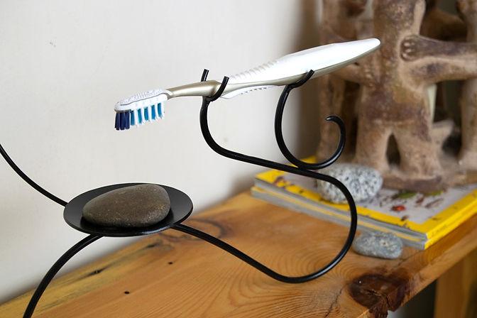 toothbrush-holder-(live-III)_edited.jpg